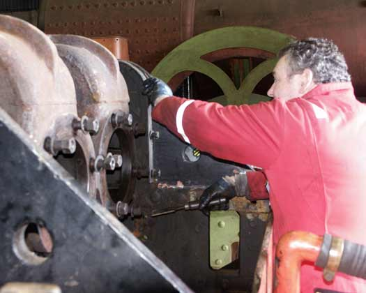 Colin Springthorpe cleans the frames around the centre cylinder casting. March 23 2003 © Martyn Bane