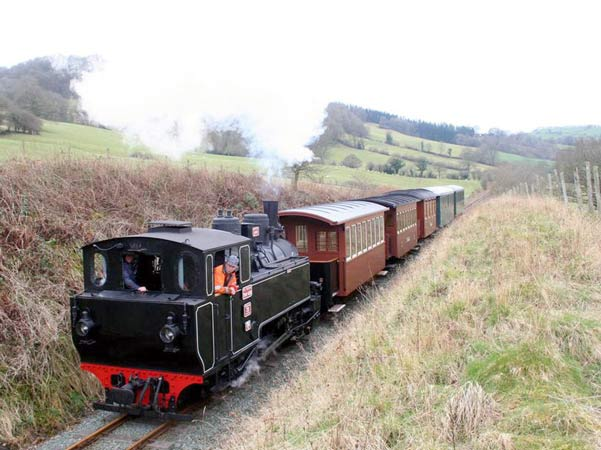 W&LLR No.19 on test near Dolarddyn © Keith Bide