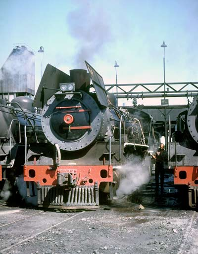This excellent study of 2644 on shed at Mafikeng shows the locomotive being prepared for duty. To see the photo to better advantage click here. March 28 1981. © Roger Griffiths