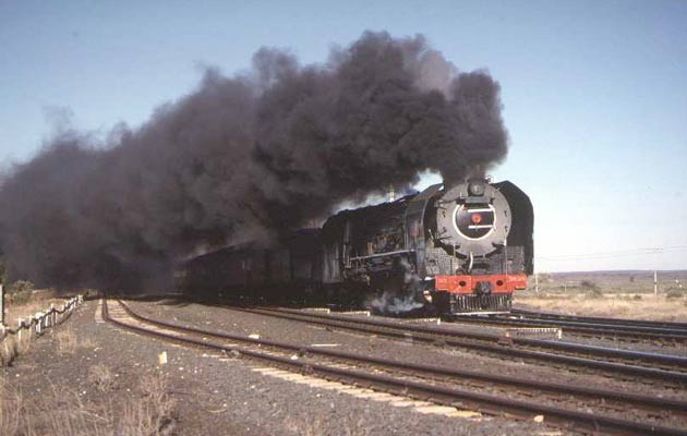 More SAR style black smoke...... 3454 passes Witput in the Karoo. © Roger Griffiths
