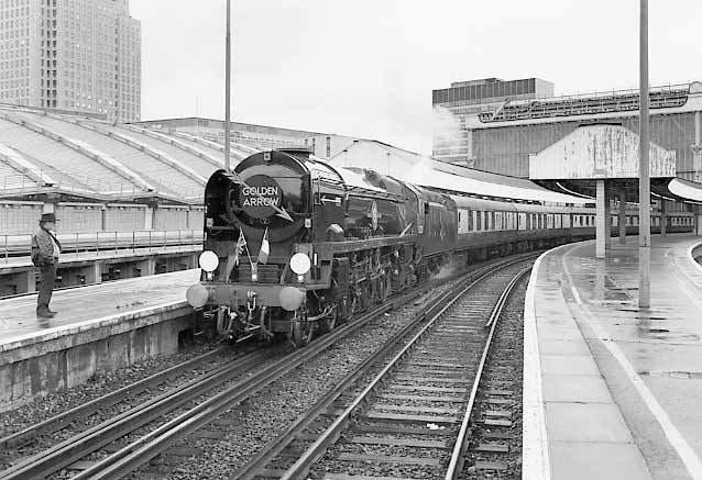 35028 Clan Line waits at London Waterloo with VSOE 'Golden Arrow'. September 1996