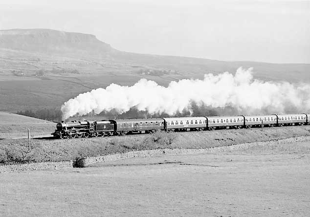 45157 (45407) climbs past Penyghent on her way from Liverpool to Carlisle. October 2000