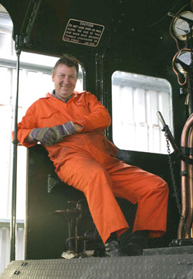 Is that a Colin on the footplate? Oh no, it's Dave Fuszard. September 04 2004 © Huw Button
