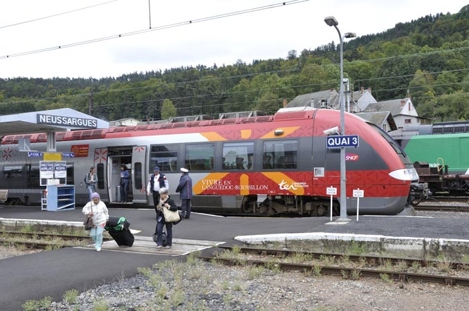 For your convenience the through train is no longer a through train. Please change at Neussargues where you get to stand on a cold platform on a windy day waiting for the train from Clermont Ferrand to arrive which will become the train to Clermont Ferrand.