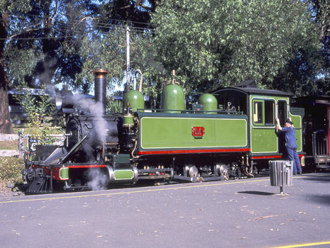 As a comparison to the above can you spot the differences ? To the non NA expert there are none related to the modifications visible. Here 6A waits at Menzies Creek before proceeding to Gembrook. May 2002