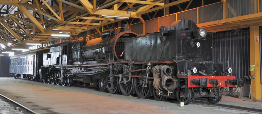 Inside the shed is this double pacific Garratt 0462-0401. This former express passenger loco of the FC Central de Aragón and later RENFE is under overhaul to mainline operating condition